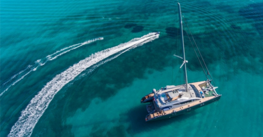 LUXURY SAILING CATAMARAN CARTOUCHE