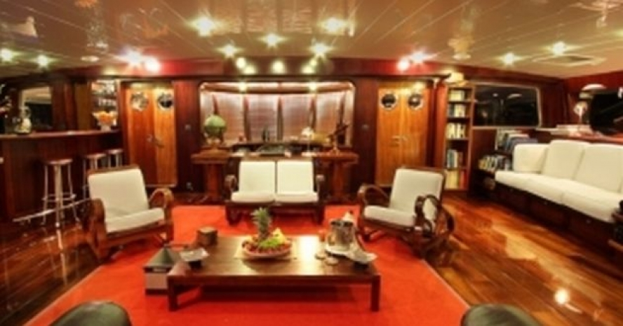 PAPUA NEW GUINEA LUXURY YACHT CHARTER